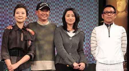 在开播记者会上,王志文(左二)和陈道明(右一)的站位颇令人玩味。