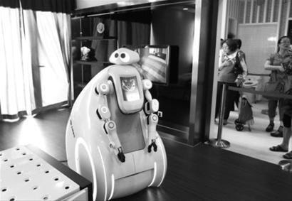 """世博""""沪上生态家""""的机器人 晚报记者 任国强 现场图片"""