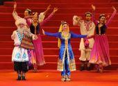 图文:第四届全国体育大会闭幕 民族风情舞蹈