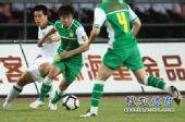 图文:[中超]北京VS杭州 王晓龙突破