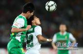 图文:[中超]北京VS杭州 黄博文争顶