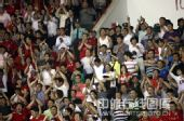 图文:[中超]河南2-2青岛 球迷鼓掌