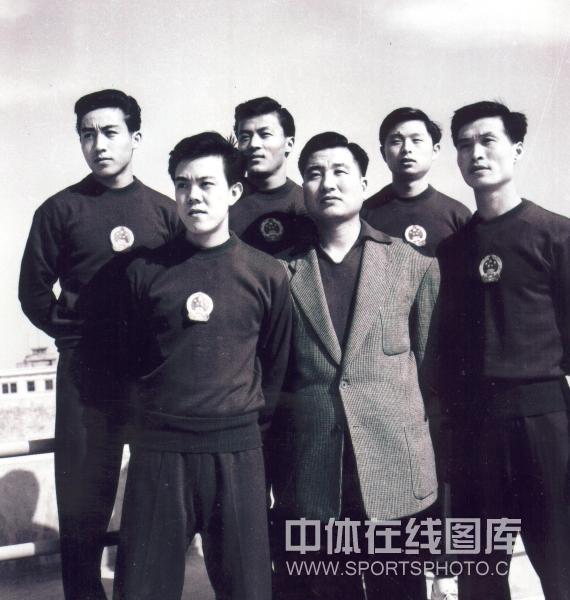 前排左起:容国团、傅其芳、王传耀