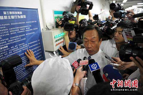 2010年5月26日,郭台铭在接受记者采访