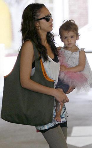 Baby Baby:杰西卡-阿尔巴女儿