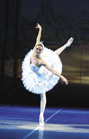 跳芭蕾舞的人_世界顶级芭蕾舞总监:中国芭蕾舞演员让我吃惊-搜狐娱乐