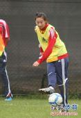 图文:[亚洲杯]中国女足备战日本 苦练传球