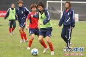 图文:[亚洲杯]中国女足备战日本 遭遇严防