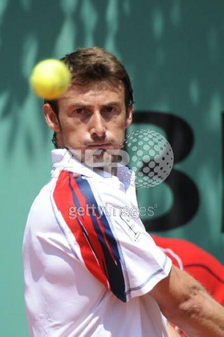 图文:费雷罗3-1胜里巴 费雷罗瞄准网球落点
