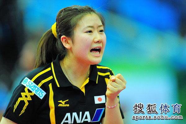 图文:世乒赛日本女队3-2韩国 福原爱庆祝得分