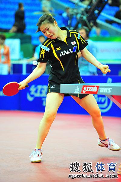图文:世乒赛日本女队3-2韩国 福原爱面部变形