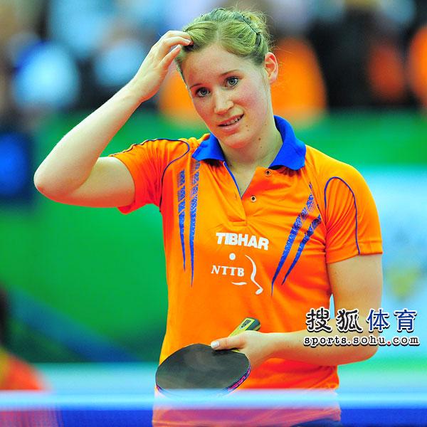 图文:世乒赛中国女队3-0荷兰 卡尔拉稍显无奈