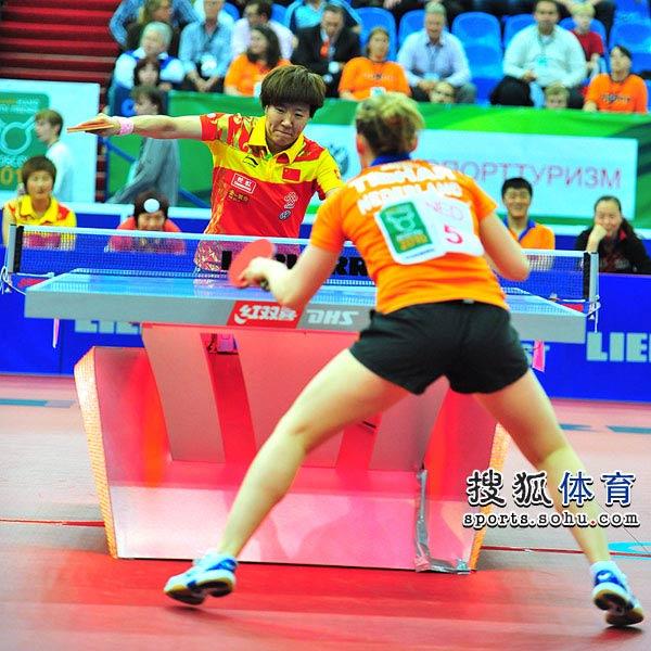 图文:世乒赛中国女队3-0荷兰 郭焱在比赛中