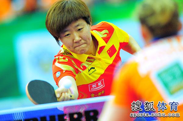 图文:世乒赛中国女队3-0荷兰 郭焱正手回球