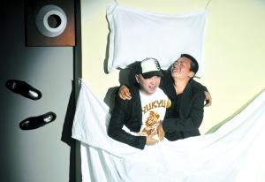 """王宝强重温了影片中的""""床戏""""。"""