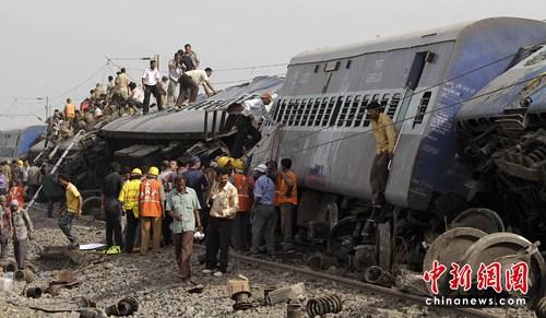 由于担心武装分子施袭,当局一早曾要求列车驶经纳萨尔派据点时慢驶