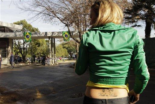 巴西队抵达南非开始训练_04
