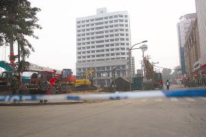 原市财政服务培训中心60米高的13层大楼。 本报记者 李青 摄