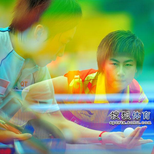 图文:世乒赛决赛女队VS新加坡 冯天薇VS丁宁