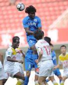 图文:[中超]长沙1-1陕西 高高跃起头球