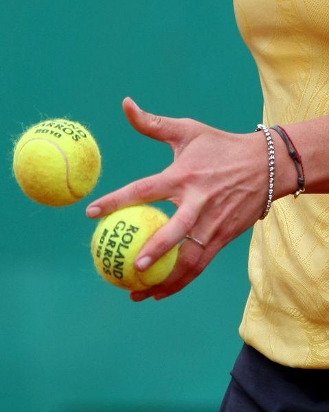 图文:沃兹尼亚奇2-1佩内塔 佩内塔手拿网球