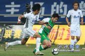 图文:[中超]天津0-0北京 王珂突破
