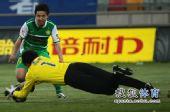 图文:[中超]天津0-0北京 赵燕明出击