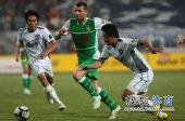 图文:[中超]天津0-0北京 马季奇突破