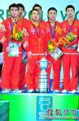 图文:世乒赛颁奖仪式 刘国梁唱国歌