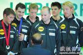 图文:世乒赛颁奖仪式 德国队接受银牌
