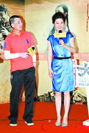 发布会上冯小刚与妻子徐帆相看两不厌
