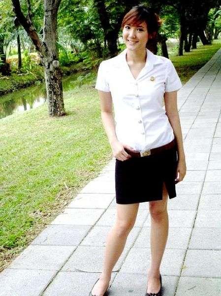 街拍泰国大学校服 紧身短袖 黑白配