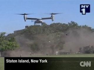 美直升机发出巨大气浪造成10余人受伤。
