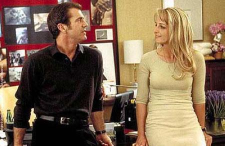 吉布森(左)和亨特在《偷听女人心》中.jpg
