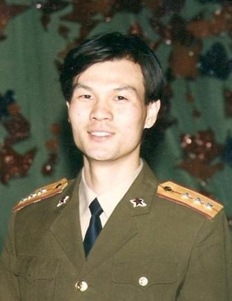 毕业于军艺的李彬一身戎装,亦有军人的操守