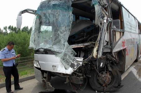 段发生一起交通事故,一辆由佳木斯市桦南县驶往哈尔滨市的大客