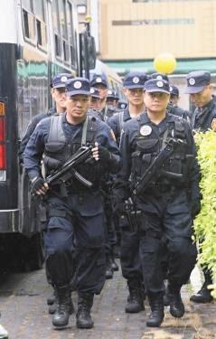 胡志强/台中市近来枪击案频传,在市长胡志强的要求下,大批维安特勤...