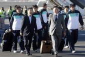 幻灯:韩国国家队抵达南非 特警持枪迎接安保严