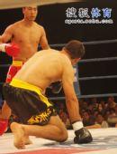 图文:姜春鹏KO伊朗选手 摩加塔巴十分被动