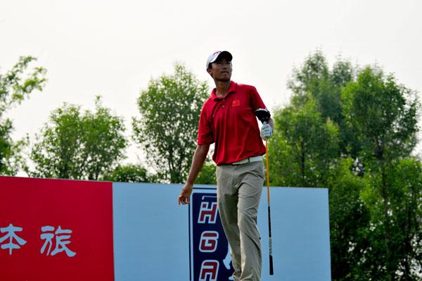 图文:河南卫视思念杯决赛 刘宇翔眺望落球点