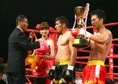图文:姜春鹏KO伊朗选手 伊朗选手获奖牌