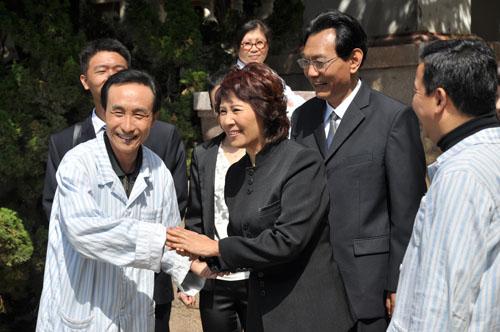巩汉林与妻子金珠在剧中也有对手戏