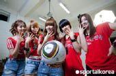 幻灯:韩国美女助威团声势浩大 用笑容挺太极虎