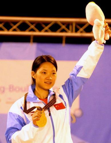图为:程锡平在世界运动会上夺冠的英姿。