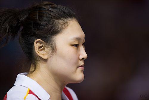 图文:瑞士赛中国女排3-0波兰 王一梅等候上场