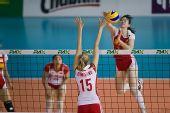 图文:瑞士赛中国女排3-0波兰 陈丽怡大力重扣