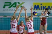 图文:瑞士赛中国女排3-0波兰 陈丽怡重扣得手