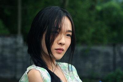 电影《迷城》首次曝光了女主角霍思燕的一组