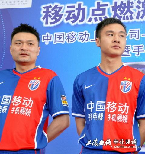 图文:[中超]上海申花结束裸奔 姜坤和冯仁亮