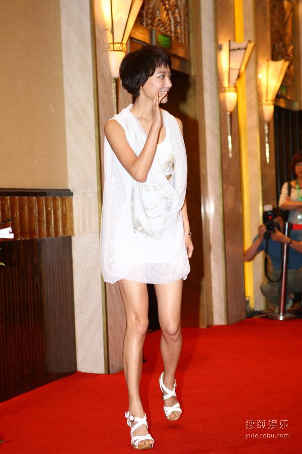 图:上海电视节观众票选红毯――王珞丹出场